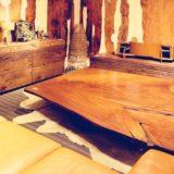 欅材の一枚板でコーデ