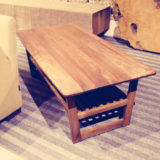 総無垢のウォールナットソファーテーブルです