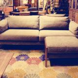 フェザーを使用した座り心地の良い帆布地のソファーです