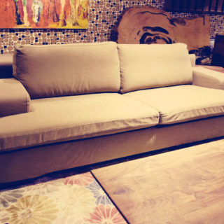 人気の帆布生地を使用したソファーです