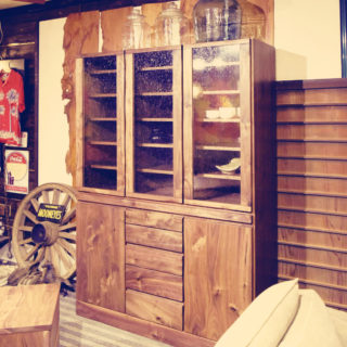 ウォールナット無垢材食器棚